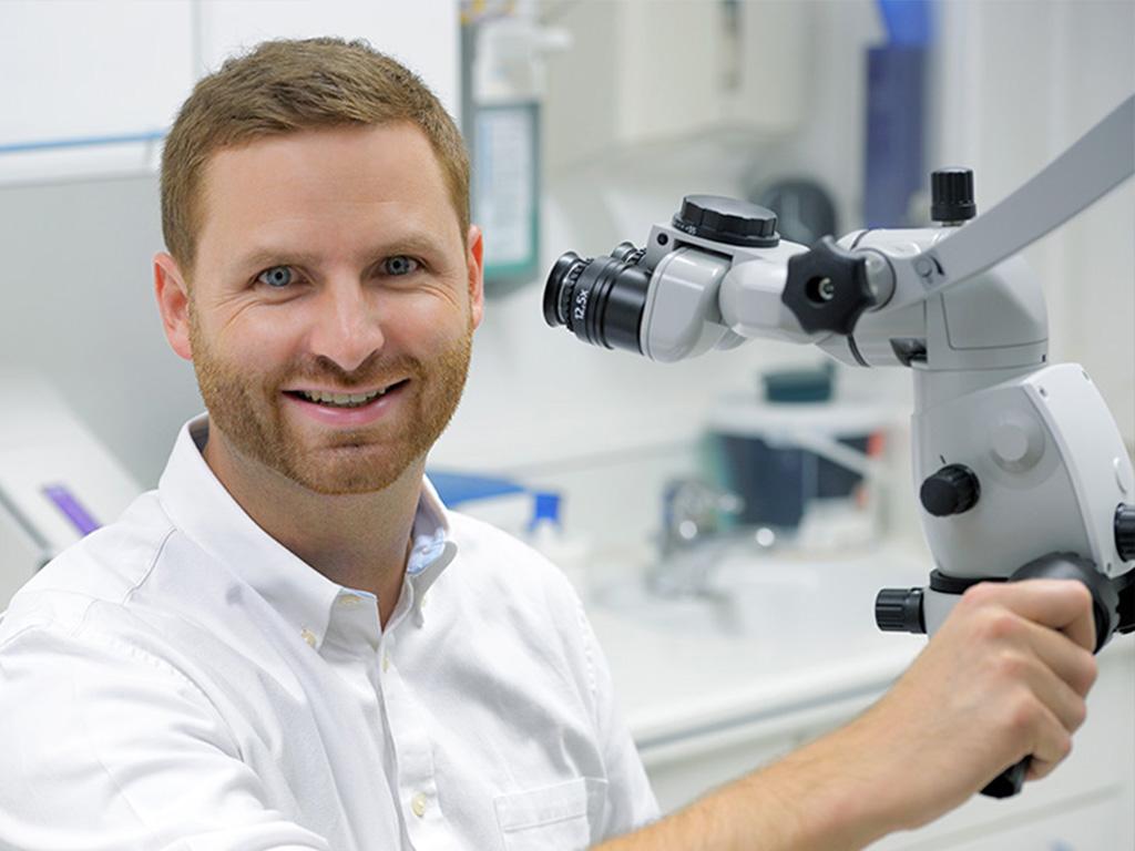 Zahnarzt Dr. Russig - Mikroskop